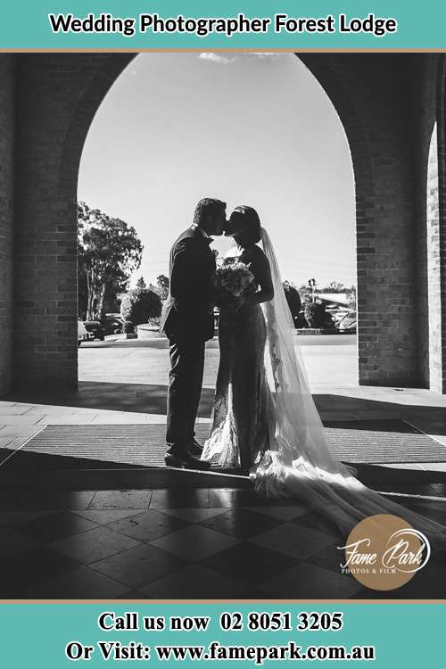 The Coupke's kiss infront of the church Forest Lodge