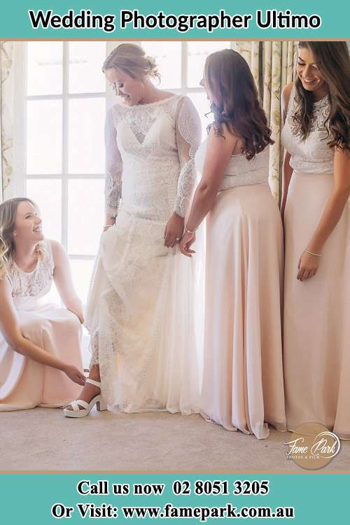 Bride wearing white shoes with the bride's maid Ultimo